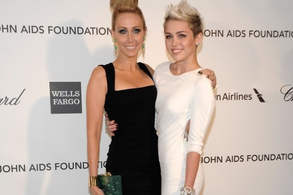 Miley ve Tish Cyrus
